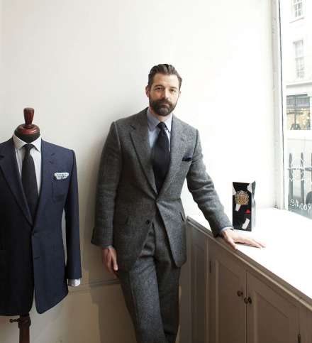 Patrick_Grant_with_tin_lo